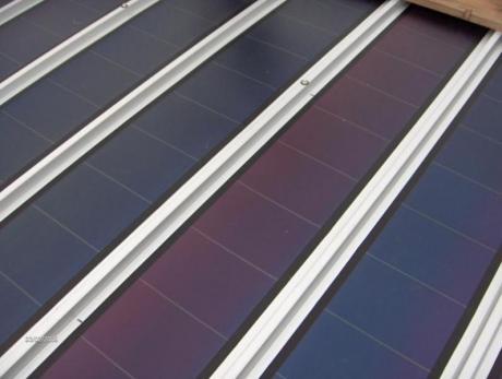 Particolare dei tappetini fotovoltaici in silicio amorfo